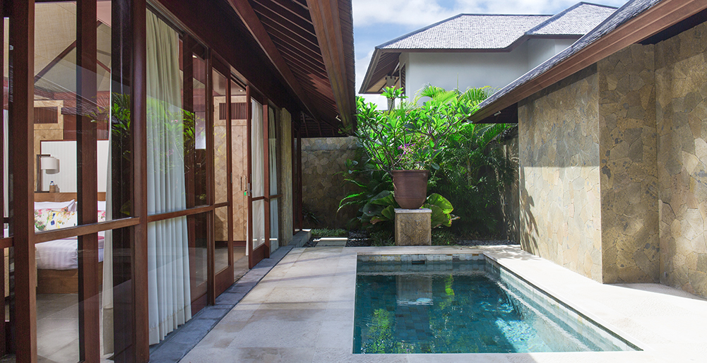 Villa Bayu Gita Beachfront - Master suite two plunge pool
