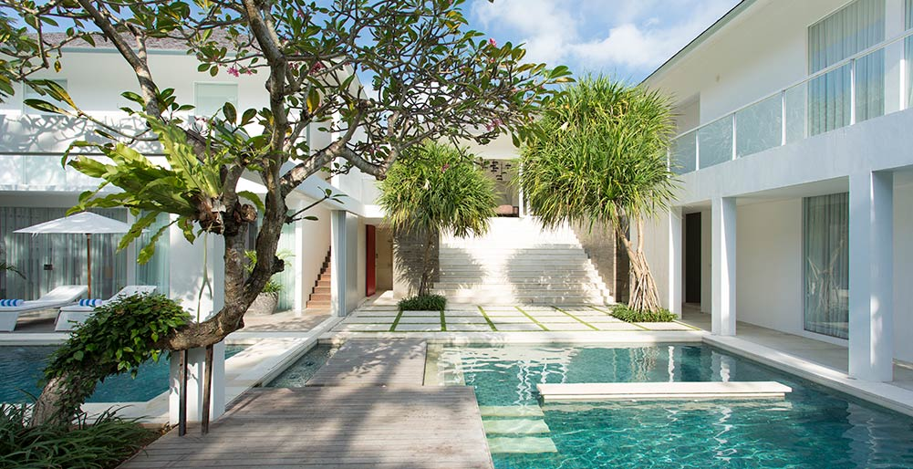Villa Canggu North – Walkways between pools of North and South