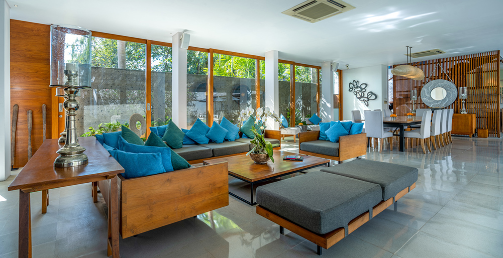 Villa Cendrawasih - Open-plan living and dining area