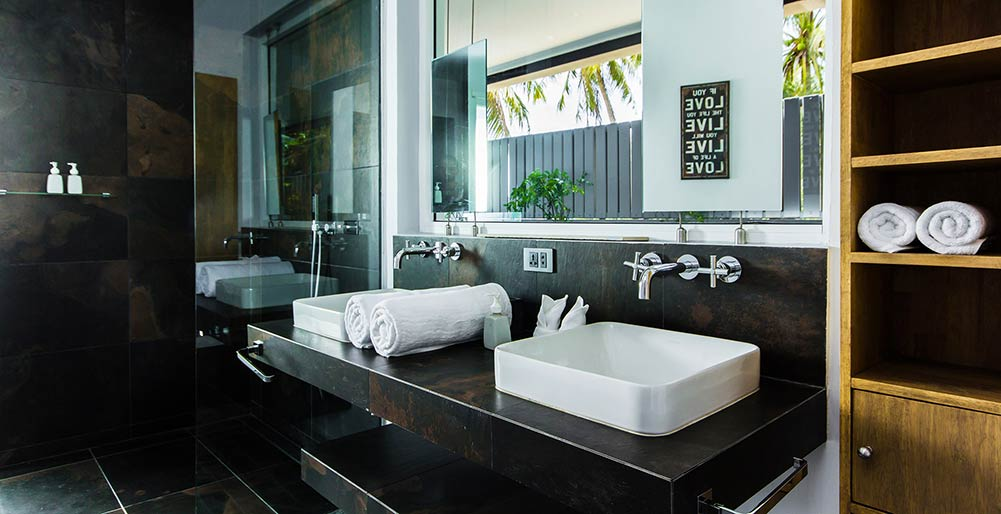 Baan Dalah - Ensuite master bathroom