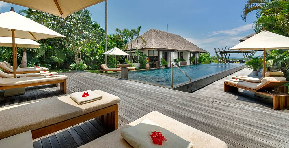 Villa Mandalay - Sun loungers by the pool
