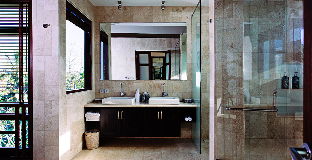 Villa Umah Daun - Ensuite with glass shower