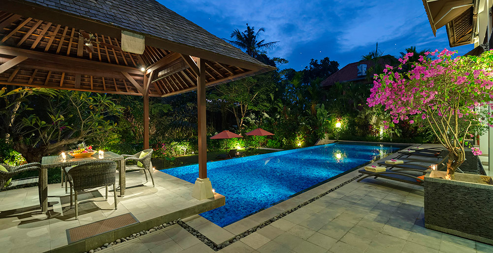 Villa Shinta Dewi Ubud - Evening poolside