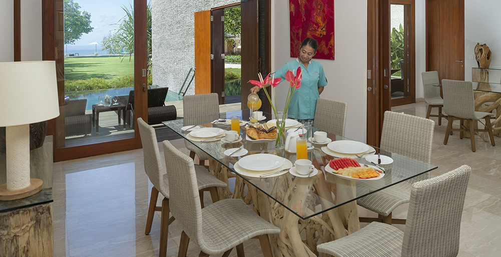 Pandawa Cliff Estate - Villa Markisa - Breakfast service