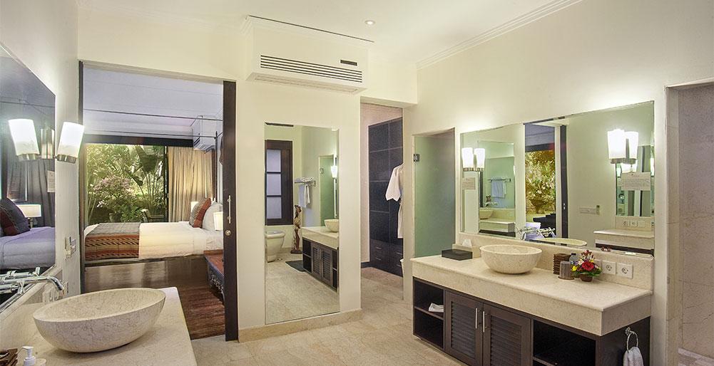 Avalon I - Downstairs master bedroom ensuite, Canggu Villa Images ...