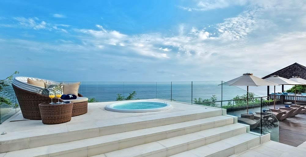 Grand Cliff Front Residence - Jacuzzi view
