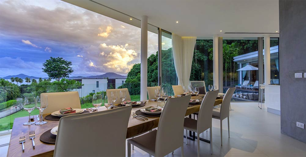Villa Abiente - Dining area at dusk
