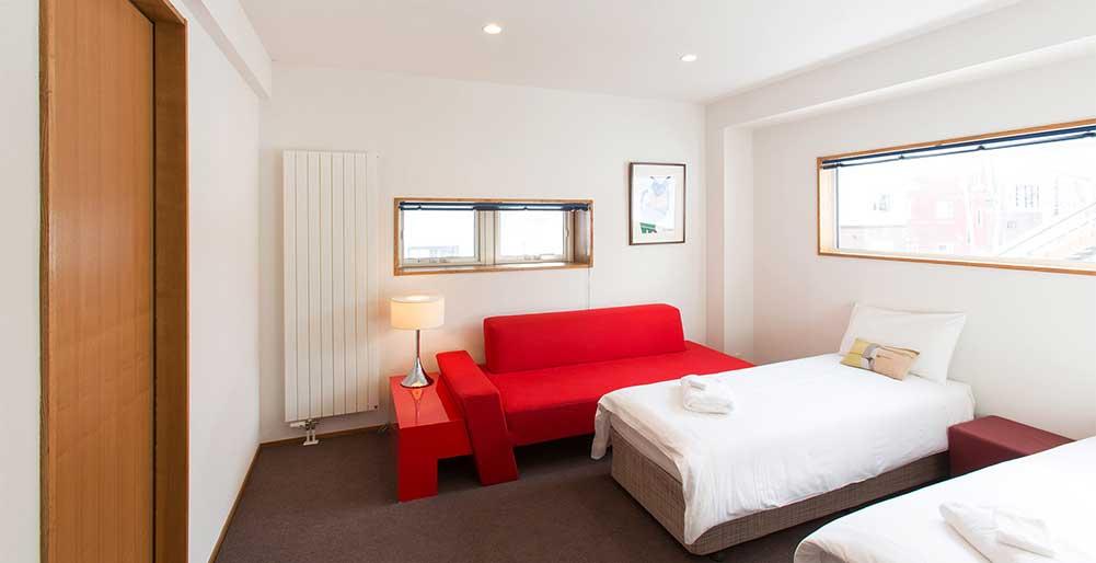 Kita Kitsune Chalet - Guest bedroom design