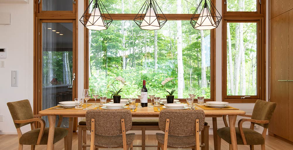 Birchwood Chalet - Elegant dining area design