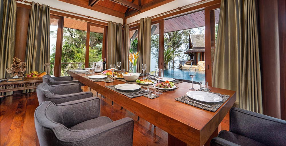 Villa Chada - Dining area with view to the pool