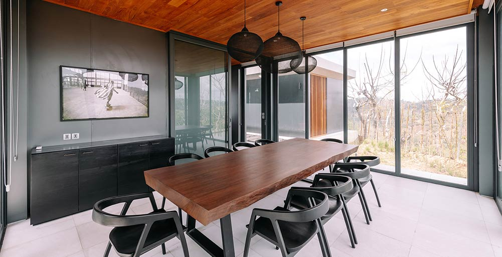 Selong Selo - 5 bedroom - Contemporary dining area design