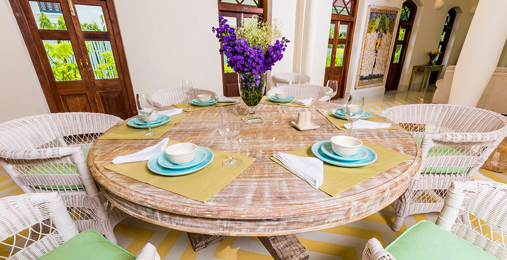 Villa Verde - Dining table set up