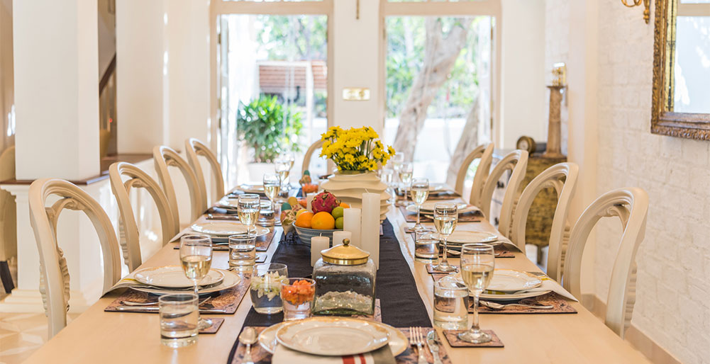 Villa Vivre - Dining table setting