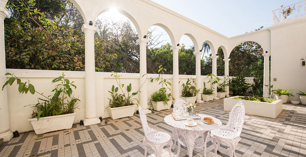 Villa Loto Bianco - Outdoor dining setup