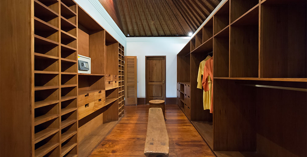 Pangi Gita - Master bedroom walk-through wardrobes