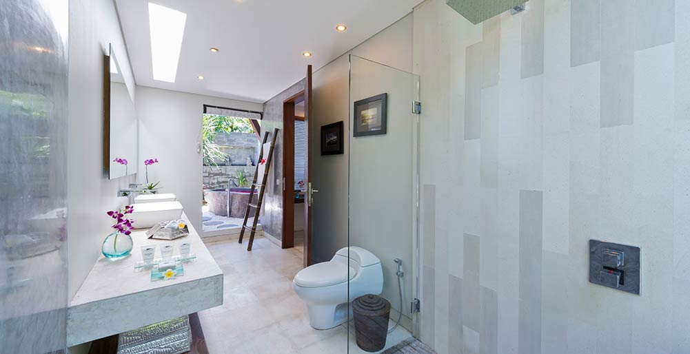 The Layar 1BR - Indoor bathroom