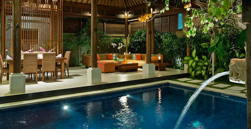 Toba - Pool view to living area