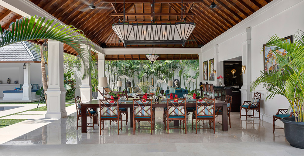 Villa Windu Asri - Dining table in grand living pavilion