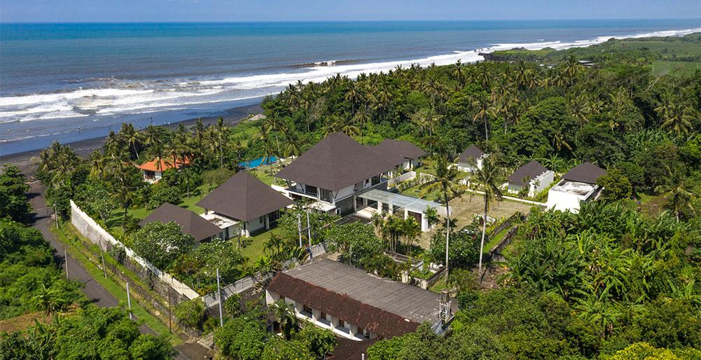 Villa Kailasha - Aerial shot with view of Kelating Beach