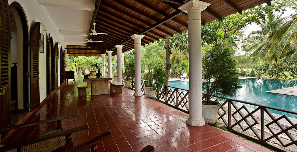 Ocean's Edge - Upstairs veranda sofas, Tangalle Villa Images - Elite Havens
