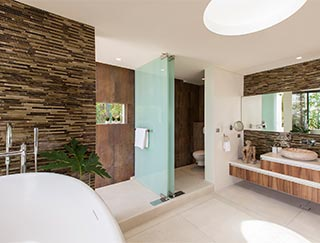 Villa Zest at Lime Samui - Master bedroom ensuite bathroom ...